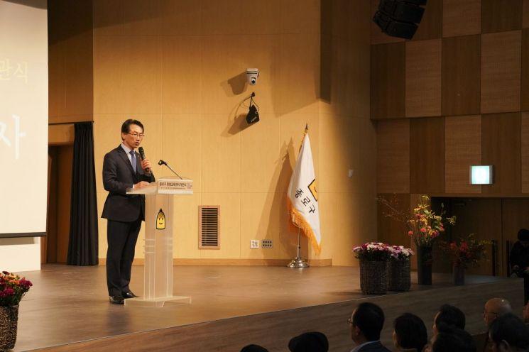 김영종 종로구청장이 2019년11월15일 종로구 평생학습센터 개관식에서 인사말을 하고 있다.