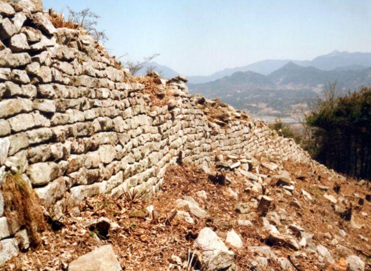 거열산성 2차성 성벽 전경
