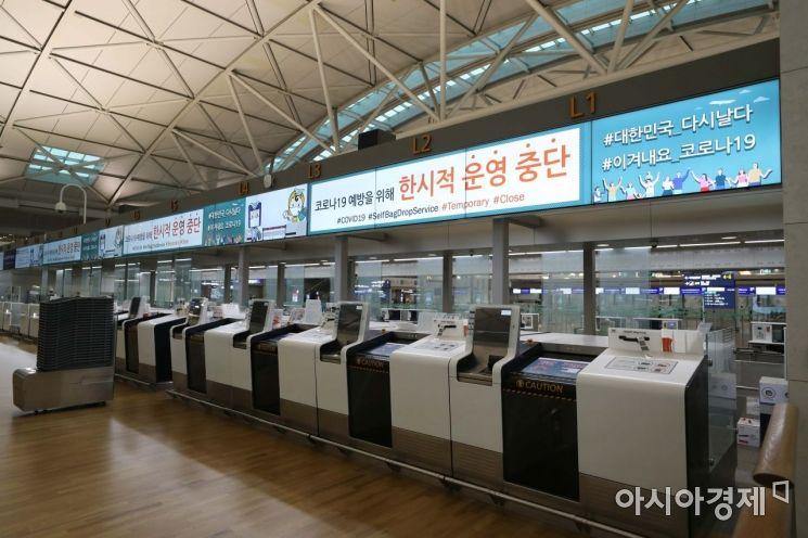 신종 코로나바이러스 감염증(코로나19) 사태가 이어지고 있는 22일 인천국제공항 1터미널 출국장이 한산하다. /문호남 기자 munonam@