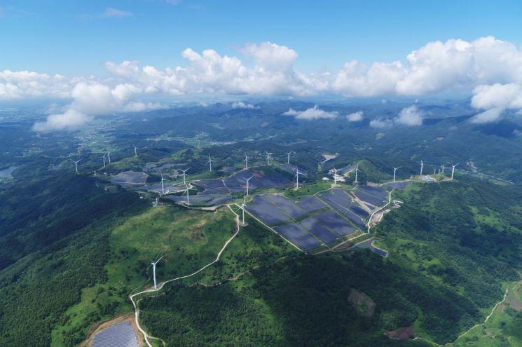 지난해 7월 LS일렉트릭이 구축한 국내 최대 94MW급 영암태양광발전소 전경(사진제공=LS그룹)