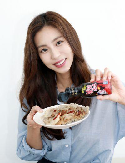 매운맛 마니아 '유이', 삼양식품 '불닭소스' 모델 됐다