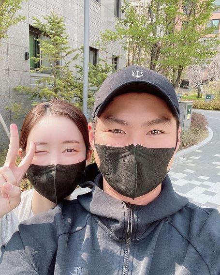 프로야구 선수 오지환(우)과 그의 아내 김영은(좌)/사진=김영은 인스타그램