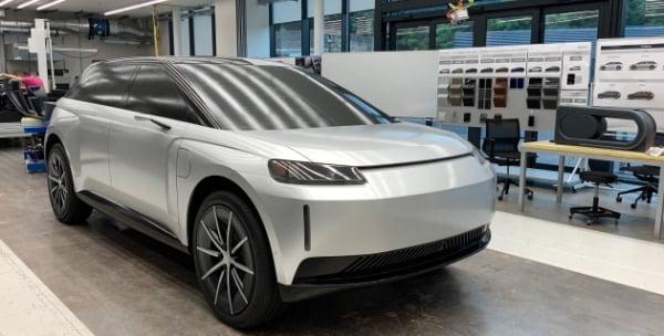 다이슨사가 지난해 10월 개발 중단 소식을 전한 전기자동차 프로토타입. / 사진=다이슨