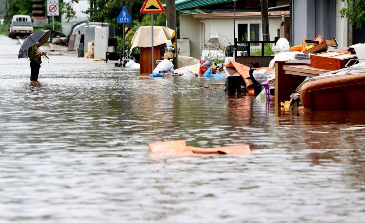 5일 오후 강원 철원군 김화읍 생창리 일대가 폭우로 침수돼 있다. 철원지역은 닷새 동안 최대 670㎜ 이상 폭우가 쏟아졌다. [이미지출처=연합뉴스]