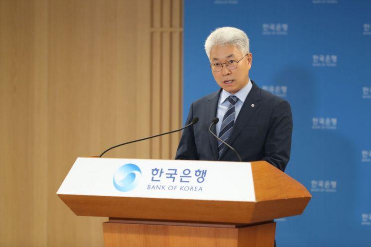 박양수 한국은행 경제통계국장이 6일 오전 서울 중구 한국은행에서 2020년 6월 국제수지(잠정)의 주요 특징을 설명하고 있다.