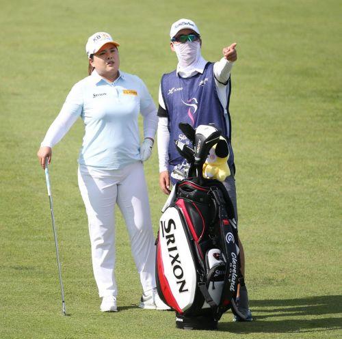 박인비(왼쪽)와 임시 캐디를 맡은 남편 남기협씨.