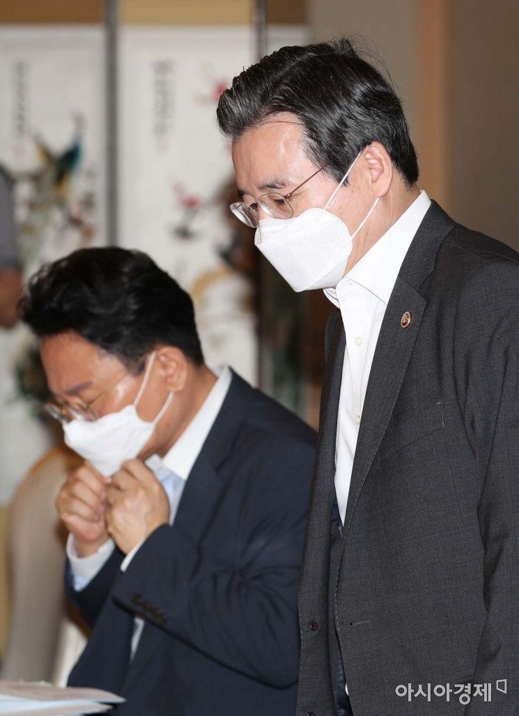 [포토]회의 참석하는 김용범 1차관
