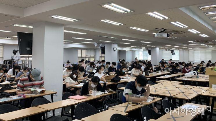서울 동작구 노량진 한 학원에서 공부중인 취업준비생들. 사진=아시아경제DB