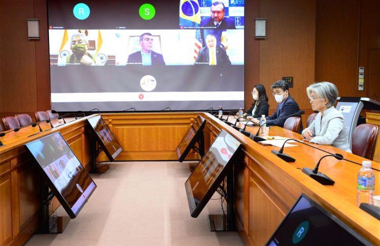 강경화 장관, 미국·호주·인도 등 외교장관과 화상회의…한국판 뉴딜 소개