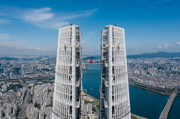 롯데호텔 월드, 세계 최고 높이 '브릿지 투어 위드 월드' 패키지 선보여