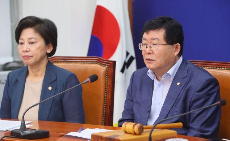설훈 더불어민주당 최고위원(오른쪽) / 사진=연합뉴스