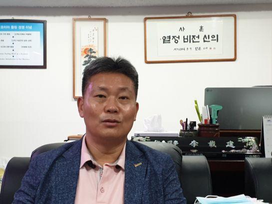 이재건 코리아툴링 대표가 서울 금천구 본사에서 코로나19 위기 극복을 위한 경영 활동 등에 대해 이야기하고 있다.