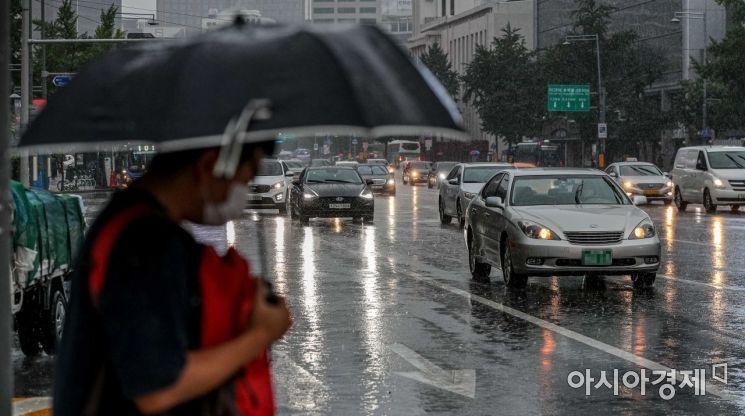 [포토]폭우에 전조등 켠 차량