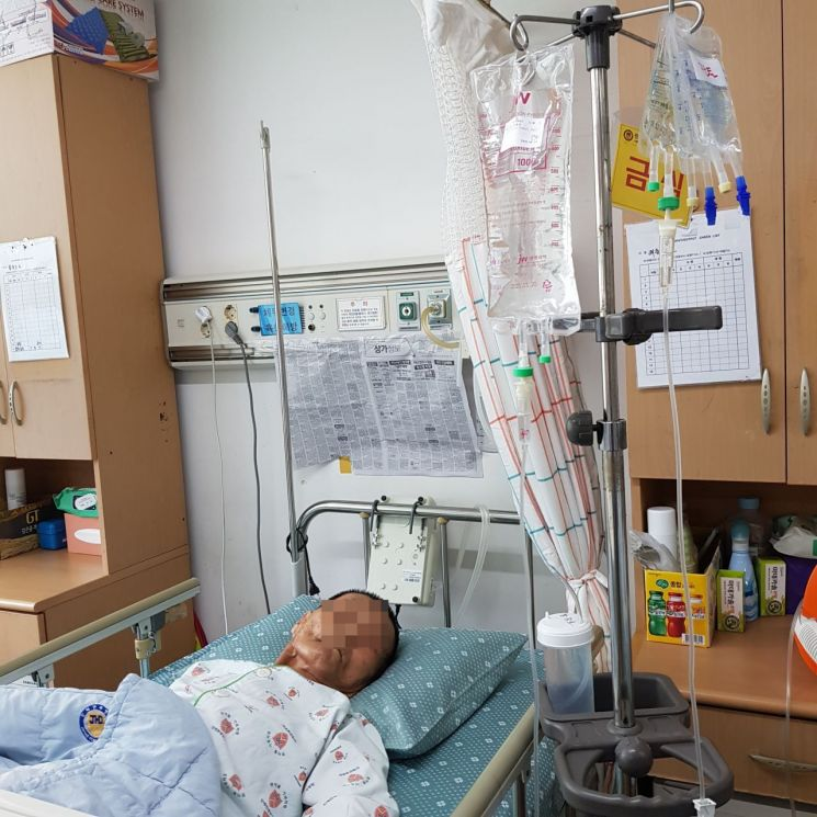 ▲ 의식을 잃고 쓰러져 앙상한 모습으로 발견, 병원으로 이송돼 생명을 구한 함씨.
