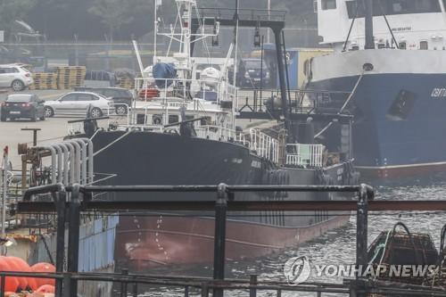 지난 6일 오후 부산 감천항 3부두에 정박해 있는 영진607호. / 사진=연합뉴스