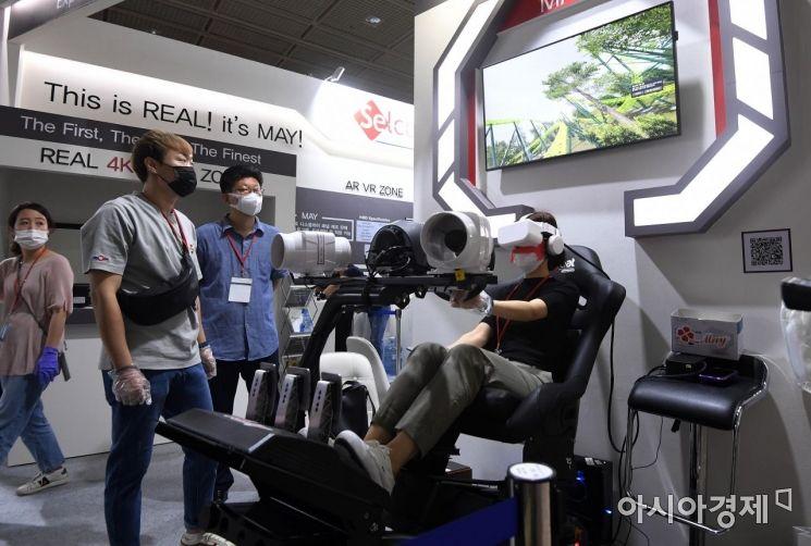 [포토] 실감나는 VR 체험