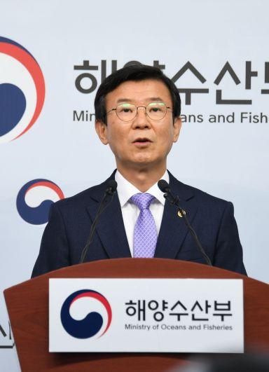 문성혁 해양수산부 장관이 12일 정부세종청사에서 '해운재건 5개년 계획 성과점검 및 해운정책 운용방향'을 발표하고 있다.