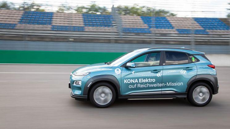 코나 전기차, 1회 충전으로 1000km 이상 주행 성공