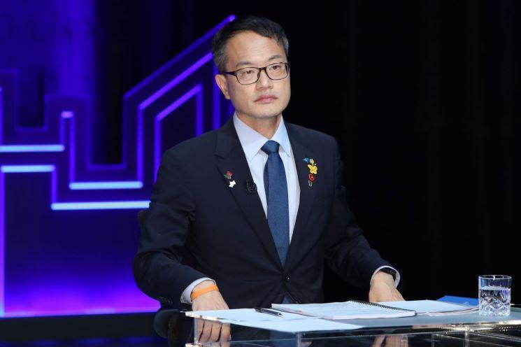 박주민 더불어민주당 의원이 지난해 8월7일 kbc 광주방송에서 열린 광주·전남 권역 방송토론회에 자리하고 있다. 사진=연합뉴스