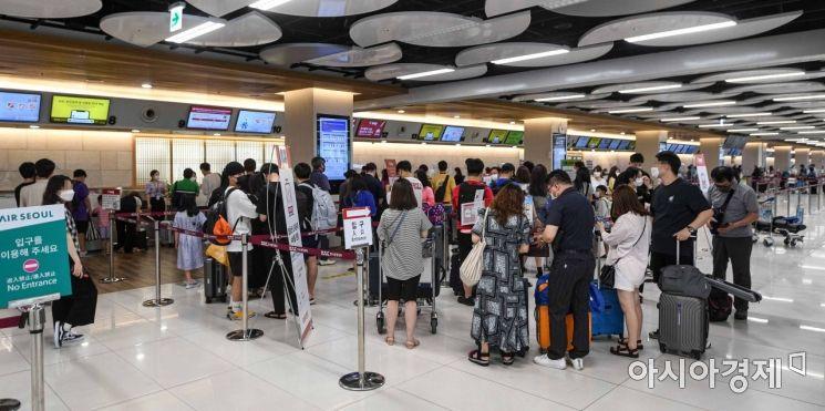 [포토]황금연휴 이용해 공항 이용하는 이용객들