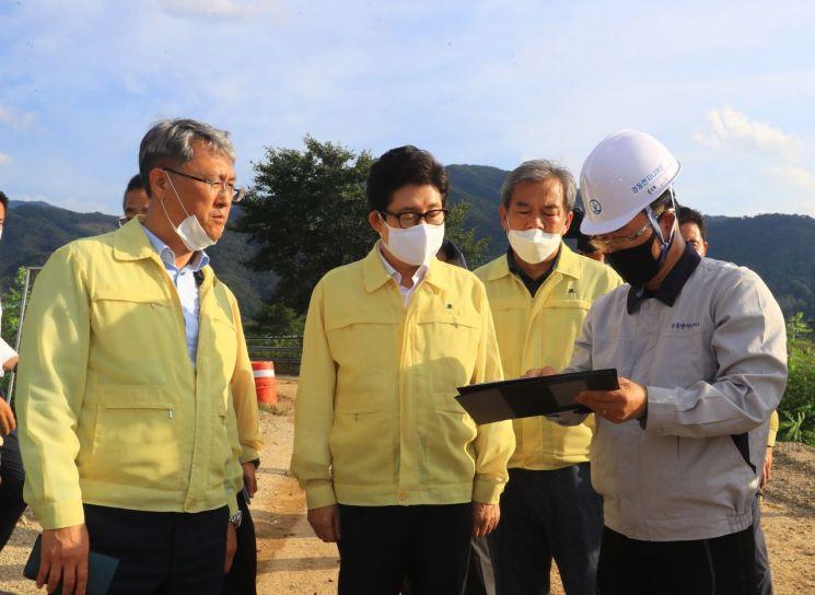 조명래 환경부 장관, 곡성 폭우 피해 현장 방문…재발 방지 검토