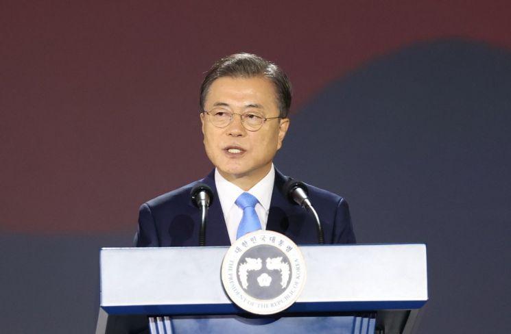 문재인 대통령이 15일 오전 서울 동대문디자인플라자에서 열린 제75주년 광복절 경축식에서 경축사를 하고 있다. <이하 사진=연합뉴스>