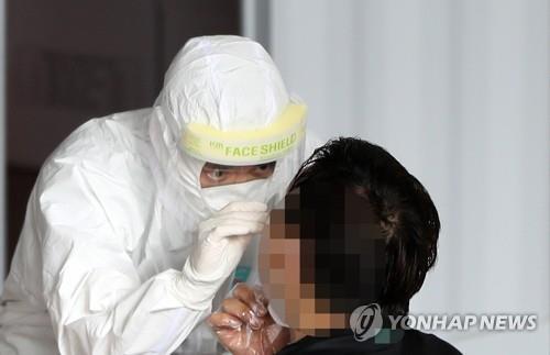 SK 하이닉스 중국 충칭 공장에 파견됐던 한국인 직원이 귀국 후 신종 코로나바이러스 감염증(코로나19) 검사 결과 양성 반응이 나왔다. 사진출처 = 연합뉴스