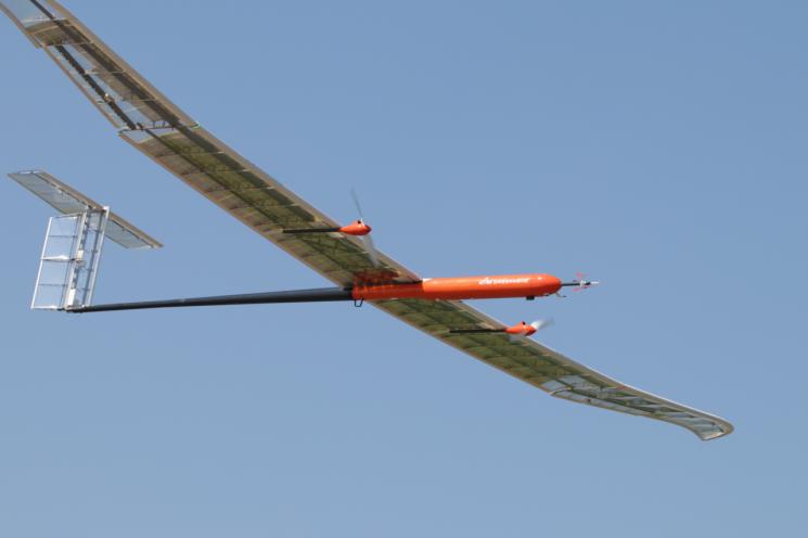 하늘을 날고 있는 EAV-3