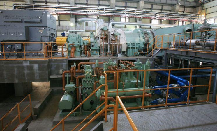 한 시멘트 공장 내부에 설치된 폐열발전 터빈 설비. [사진=아시아경제DB]