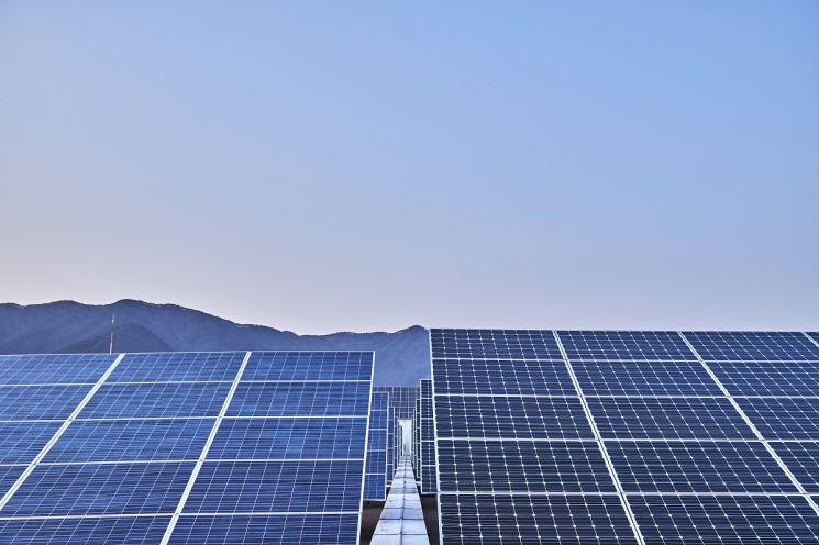 신성이엔지 태양광 제조 공장 옥상에 설치된 태양광 발전소.(사진제공=신성이엔지)