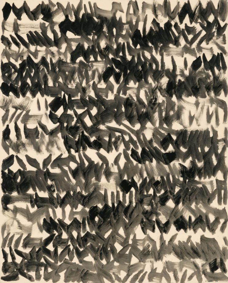 이우환 '바람으로부터 No. 82604', pigment suspended in glue, on canvas,162.2×130.3㎝(100), 1982  [사진= 케이옥션 제공]
