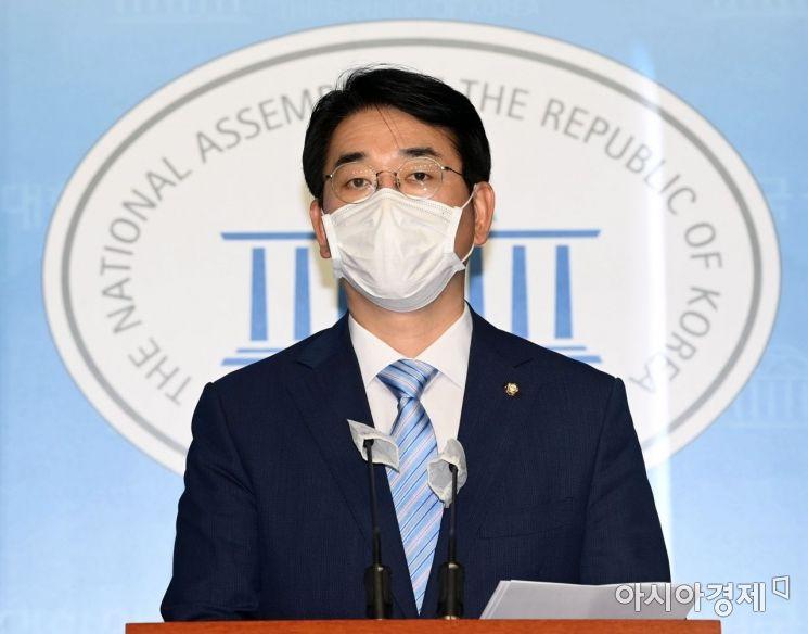 박용진 더불어민주당 의원이 15일 국회에서  이재용 삼성 부회장 관련 기자회견을 하고 있다./윤동주 기자 doso7@
