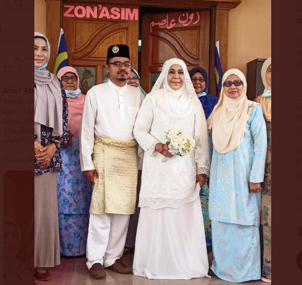 말레이시아의 62세 여성 정치인이 남편과 사별 후 28세 남성과 두 번째 결혼식을 치러 화제다. 사진=트위터 캡처.