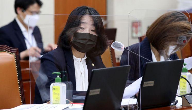 윤미향 더불어민주당 의원 [이미지출처=연합뉴스]