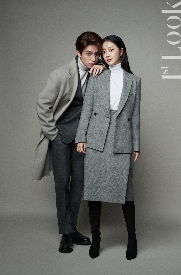 이동욱·조보아, 코트 나눠입고 커플 포즈