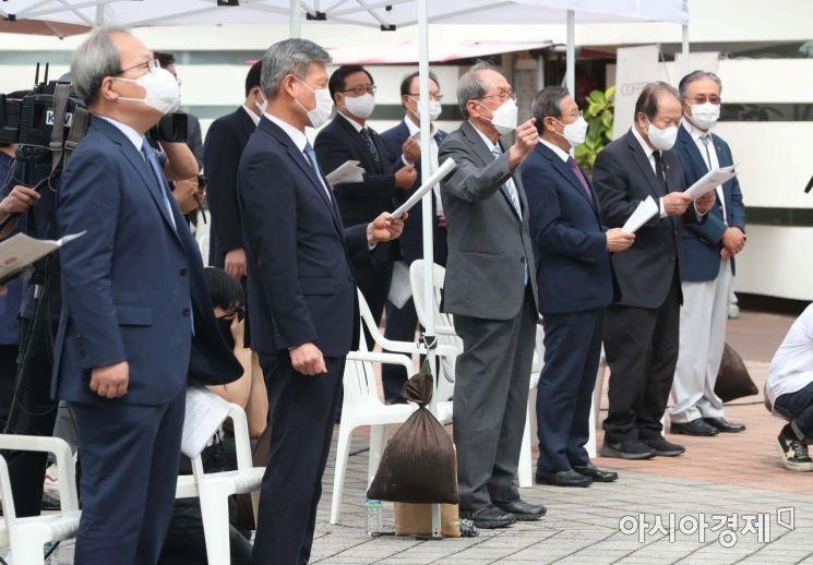 [포토]독립군가 합창하는 참석자들