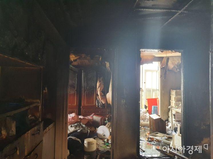 지난 14일 인천 미추홀구 한 빌라에서 초등학생 형제가 라면을 끓여 먹으려다 실수로 불을 냈다. 이들은 중상을 입고 병원에서 치료를 받고 있다. 2020.9.14 [사진=인천 미추홀소방서]