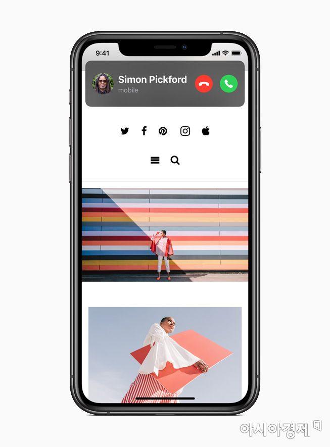 iOS 14에서 전화 수신 화면이 전체 화면을 덮지 않고 상단에 작은 바로 표시된다.