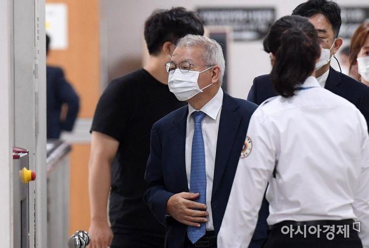 [포토] 법정 향하는 양승태 전 대법원장