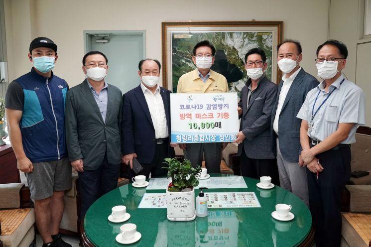 [포토]청량리종합시장 상인회, 동대문구 소상공인 마스크 1만매 기탁
