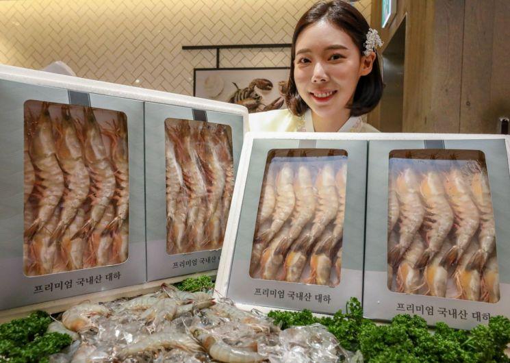 """[포토]현대백화점 """"추석 선물로 '자연산 대하' 구입하세요"""""""