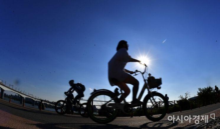 [포토] 자전거 즐기는 시민들