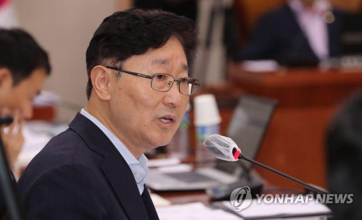 박범계 더불어민주당 의원이 서울 여의도 국회에서 열린 법사위 전체회의에서 질의하고 있다./사진=연합뉴스