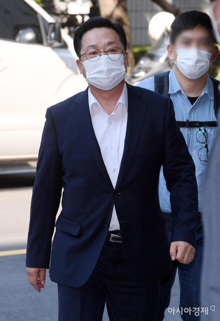 [포토] '패스트트랙 사태' 첫 재판 출석하는 이장우