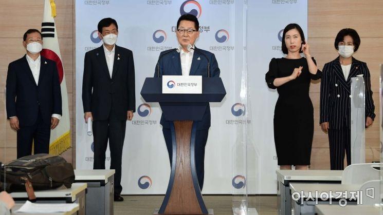 [포토]브리핑하는 박지원 국정원장