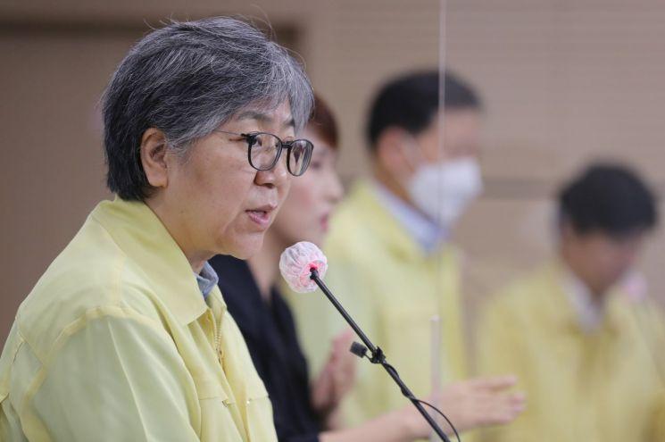 정은경 질병관리청장이 22일 인플루엔자 예방접종 사업 일시중단 관련 브리핑을 하고 있다.<이미지:연합뉴스>