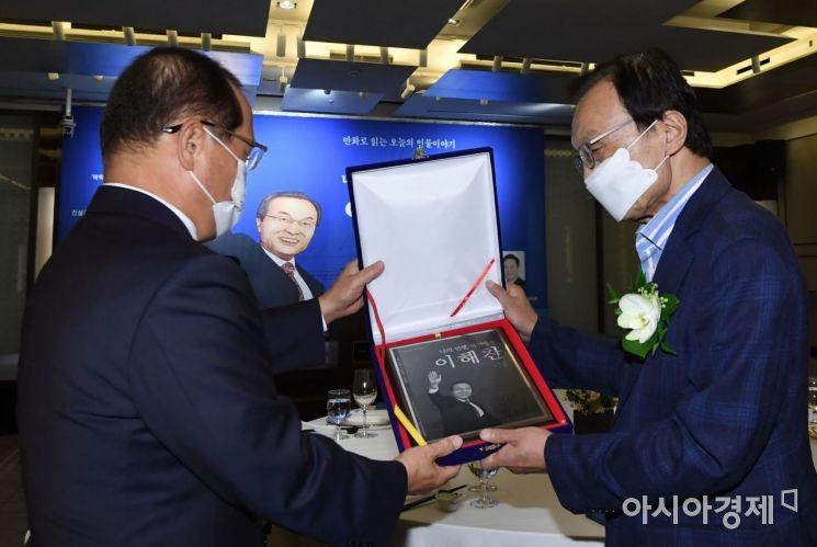 [포토] 이해찬 전 대표 전기 발간 축하연