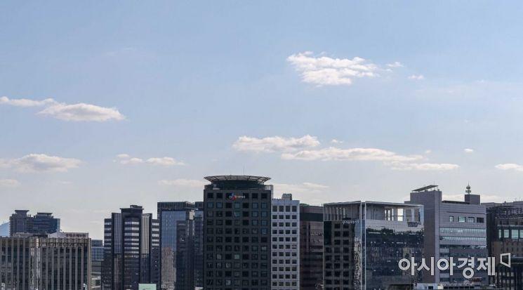[포토]맑은 하늘 펼쳐진 서울 도심