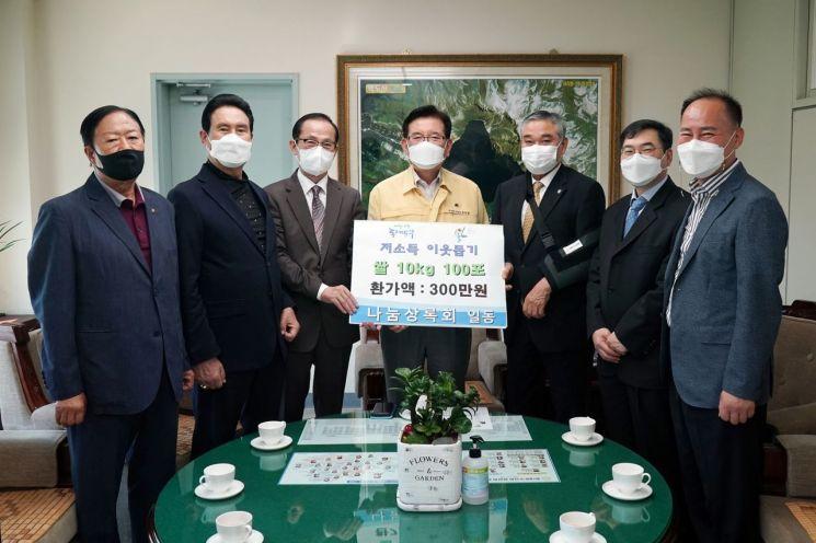 [포토]동대문구사회복지협의회·나눔상록회 추석 맞이 쌀 기탁