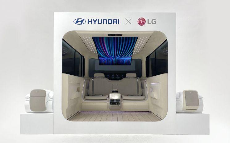 LG전자와 현대자동차가 24일 공개한 미래차의 인테리어 비전을 보여주는 '아이오닉 콘셉트 캐빈' 실내모습
